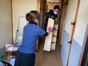 京都府向日市の遺品整理、家具をリサイクルに出します。