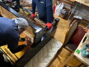 京都府宇治市の遺品整理、2階にあるピアノを運び出すのに5万円かかるので、解体することにしました。