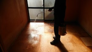 孤立死現場の復旧作業 殺菌施工を行う理由