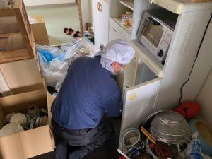 城陽市の家財整理にお伺いしました。食器類などはリサイクルできるので分別します。
